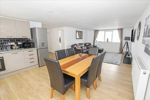 3 bedroom apartment - Clumber House, Newark Road, Lincoln
