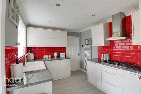 3 bedroom bungalow for sale - Evedon Close, Luton