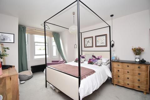 4 bedroom terraced house to rent - Saunders Road London SE18