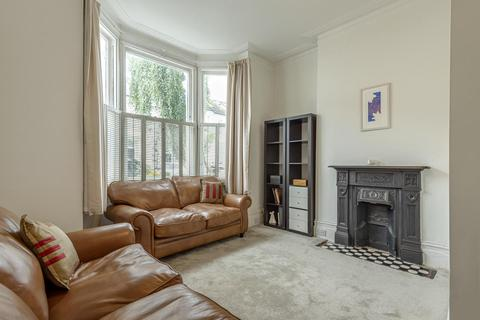2 bedroom flat - Stormont Road, Battersea