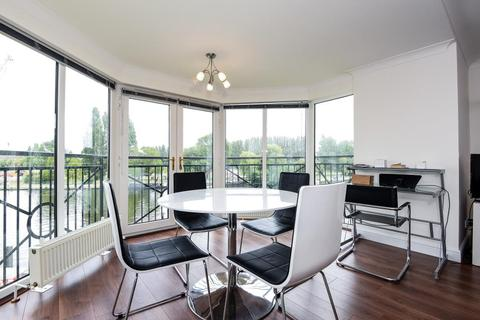 2 bedroom apartment to rent - Thames Court,  Norman Place,  RG1