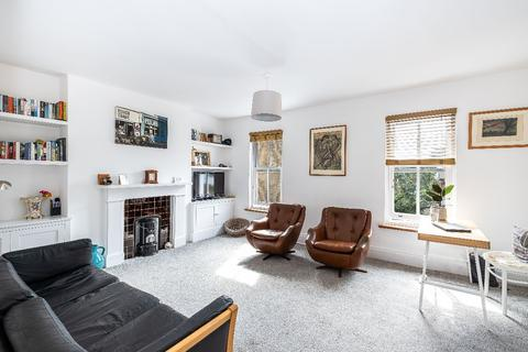 2 bedroom flat for sale - Tennyson Road, E10