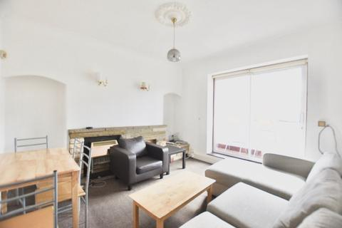 3 bedroom flat to rent - Globe Road, E2