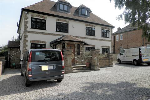 5 bedroom detached house for sale - Clay Tye Road, Upminster RM14