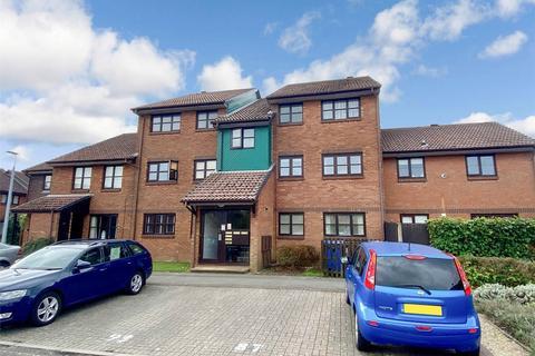 2 bedroom flat for sale - Taverner Close, BAITER PARK, POOLE