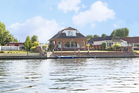 4 bedroom house for sale - Laleham Reach, Chertsey, KT16