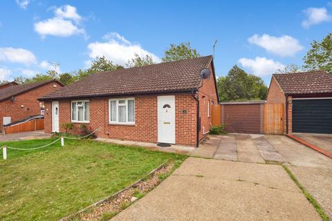 2 bedroom semi-detached bungalow for sale - Lakemead, Ashford