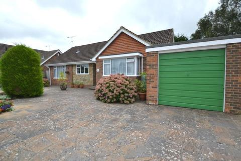 2 bedroom detached bungalow for sale - Glen Gardens, Ferring, BN12 5HG