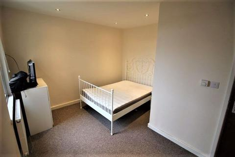 Studio to rent - One bed studio flat to let, all bills included, Albion Street, Town Centre