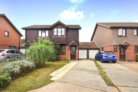 2 bedroom semi-detached house for sale - Cricketers Close, Hawkinge, Folkestone, CT18