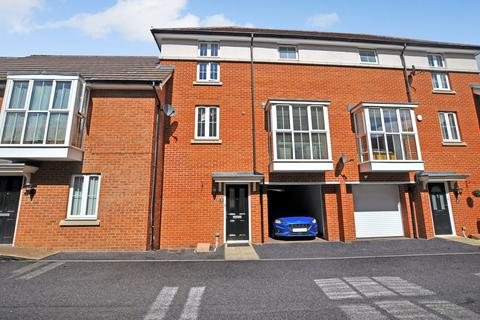 3 bedroom townhouse - Ruby Link, Great Baddow, Chelmsford, CM2
