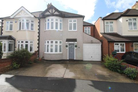 4 bedroom semi-detached house for sale - Hyland Close, Hornchurch