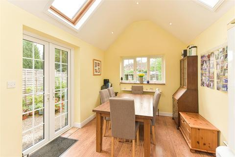 3 bedroom house for sale - Godstone Road, Bletchingley, Redhill