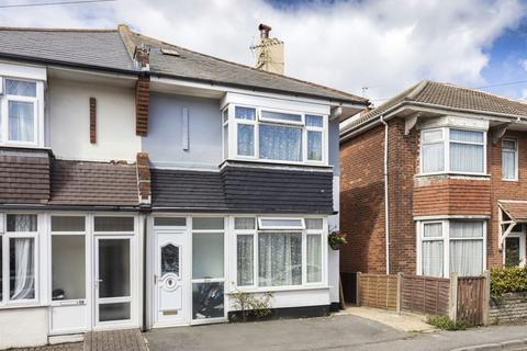 3 bedroom semi-detached house - Gladstone Road