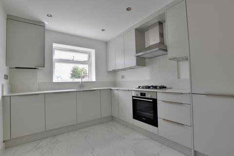 2 bedroom apartment to rent - Knightswood Court, Hewens Road, Uxbridge, Middlesex UB10 0WS