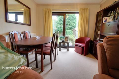 3 bedroom detached house for sale - Marsh Close, Werrington, ST9 0LP