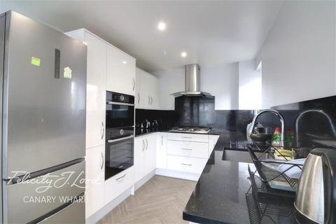 3 bedroom end of terrace house to rent - Pointers Close, E14