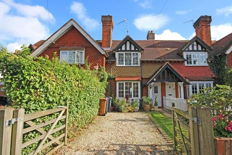 2 bedroom cottage for sale - High Road, Chipstead