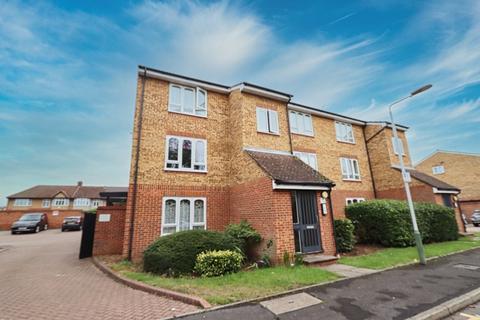 1 bedroom ground floor flat for sale - Frazer Close, Romford, RM1
