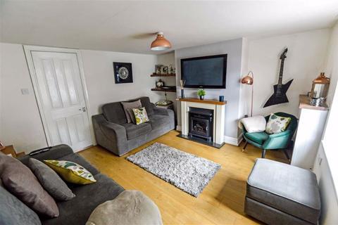 2 bedroom terraced house - Church Street, Sutton, East Yorkshire, HU7