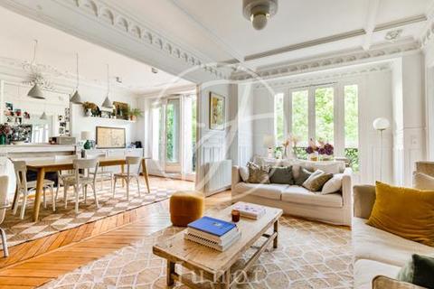 3 bedroom apartment - PARIS, 75018
