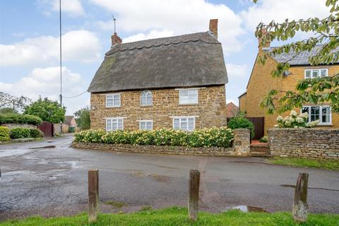 6 bedroom cottage for sale - Main Road, Middleton Cheney, Banbury, Northamptonshire