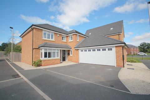 4 bedroom detached house for sale - Broomhall Drive, Shavington, Crewe