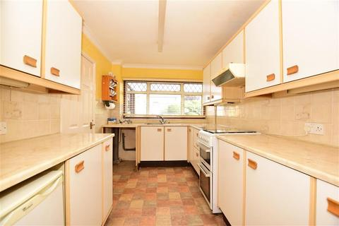 3 bedroom terraced house for sale - Fairlop Close, Hornchurch, Essex