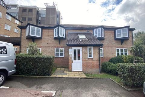 1 bedroom flat to rent - Wells Court, Regarth Avenue, Romford, RM1