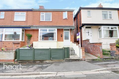 3 bedroom semi-detached house for sale - Wyndham Close, Grantham