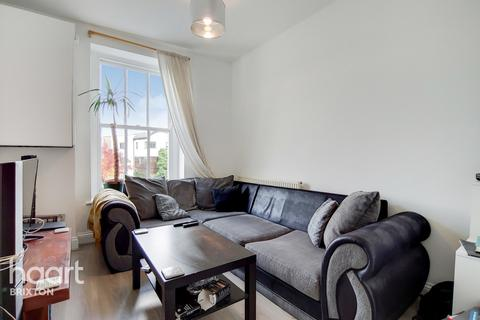 2 bedroom flat for sale - Voltaire Road, London, SW4