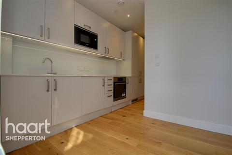Studio to rent - High Street, Feltham