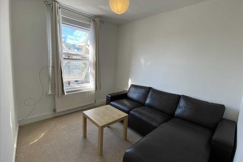 1 bedroom apartment to rent - Top Floor Flat, 20 Lower Richmond Road, London