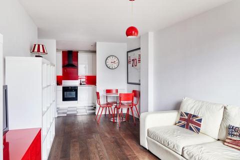 2 bedroom flat for sale - Queenstown Road, London, SW8