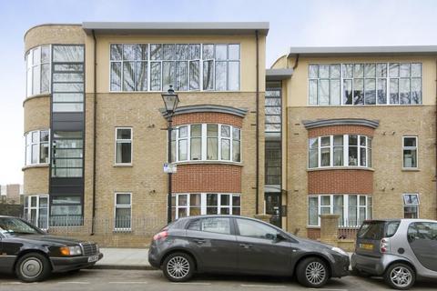 2 bedroom flat to rent - 29 Mornington Grove, London E3