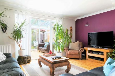 3 bedroom semi-detached house for sale - Hillary Drive, Isleworth