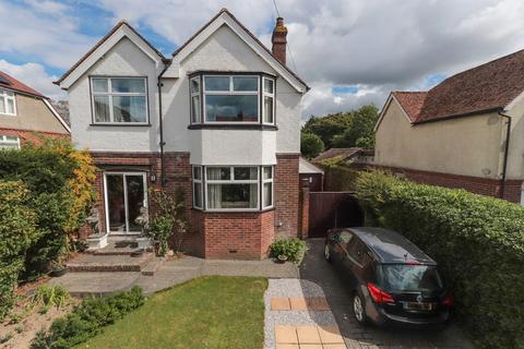 4 bedroom detached house for sale - Ideally located to the Hawkhurst Village amenities