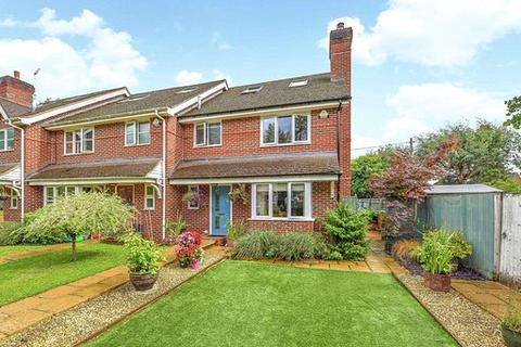 4 bedroom end of terrace house for sale - Watson Close, Aldermaston, RG7