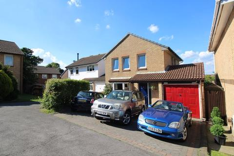 4 bedroom detached house to rent - Chepstow Close, Crawley