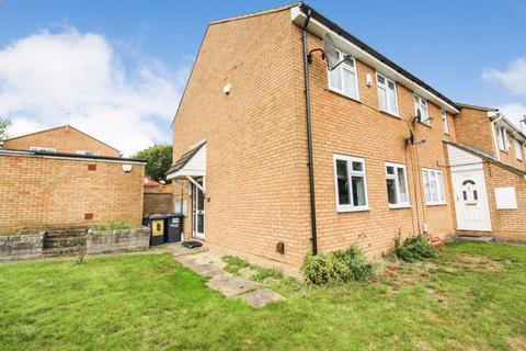 3 bedroom end of terrace house for sale - Brussels Way, Luton