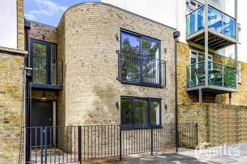 2 bedroom terraced house for sale - Downs Lane, London