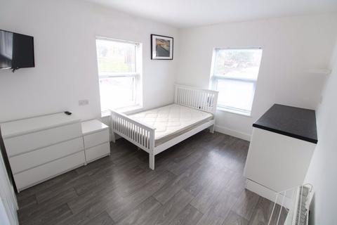 Studio to rent - Cowper Street Studio P11477