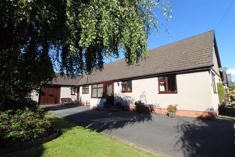 4 bedroom detached bungalow for sale - Betws Road, Llanrwst