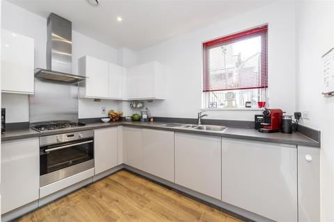 3 bedroom flat for sale - Orchid Mews, London, NW10