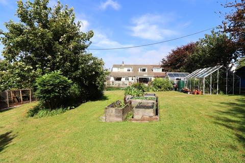 6 bedroom detached bungalow - Veryan Green, Truro