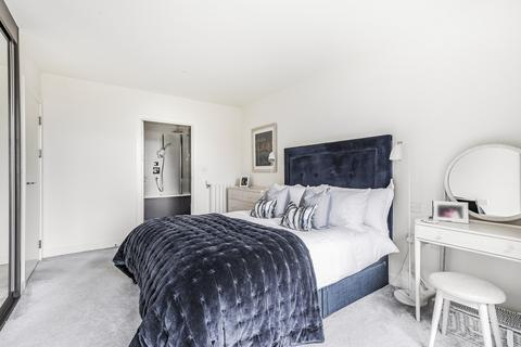 3 bedroom flat - Thunderer Walk Woolwich SE18