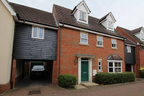 4 bedroom link detached house - Taylor Way, Great Baddow, Chelmsford, Essex, CM2