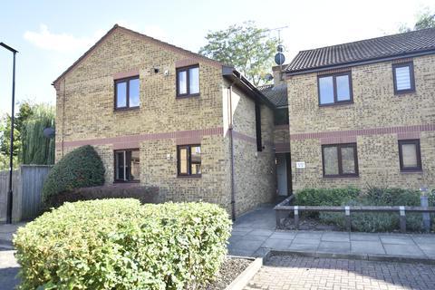 2 bedroom flat for sale - Larkham Close, Feltham, Middlesex, TW13