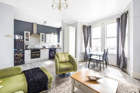 2 bedroom flat - Bromley Road Catford SE6