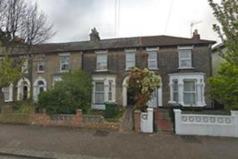 4 bedroom terraced house to rent - Wentworth Road, London, E12